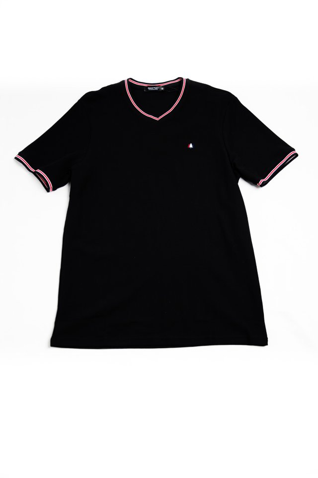 Mini Trees V-neck Collar Tee in Black